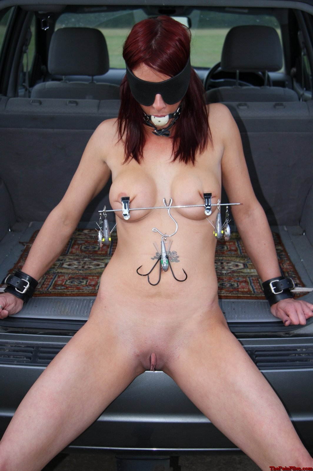 porn naked women in carpark