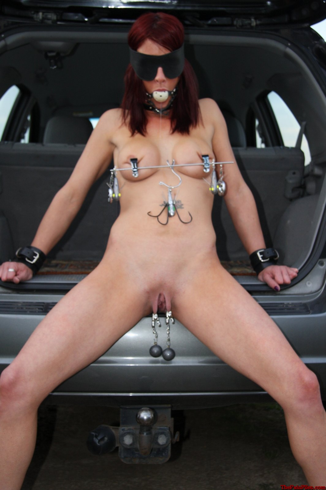 auto stoppeuse sexy soumise torturee